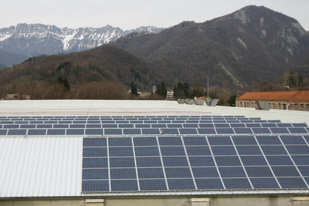 sostituzione rivestimento in cemento-amianto con tetto fotovoltaico