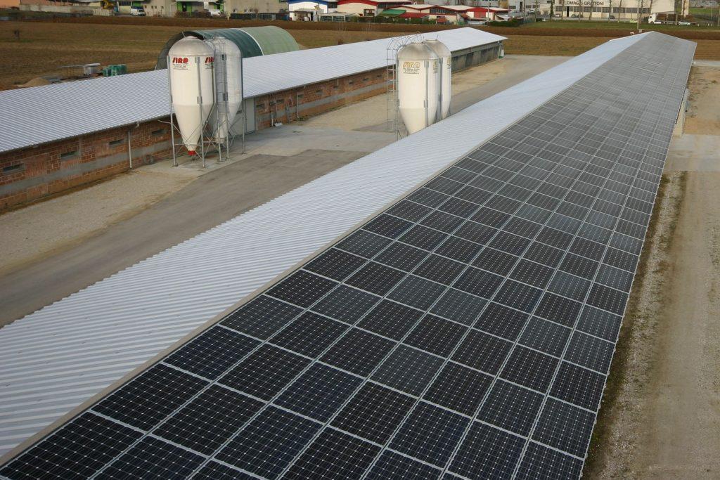 impianto fotovoltaico a completamento delle coperture