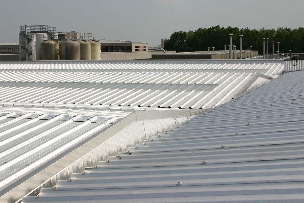 rimozione amianto e sostituzione struttura preesistente con nuovo rivestimento per coperture industriali