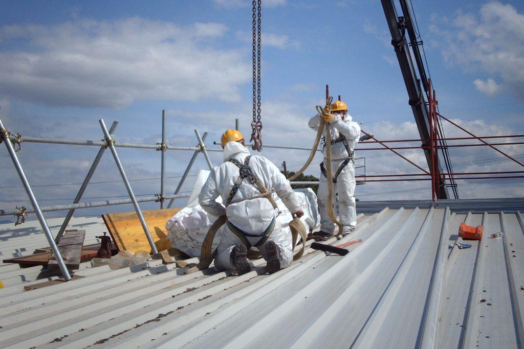 rimozione e smaltimento di coperture in eternit e cemento-amianto